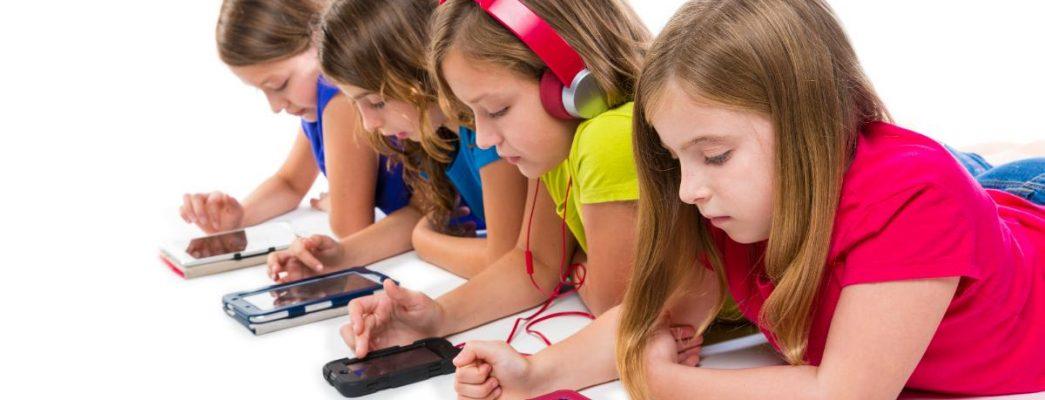 Children-smartphone-tablet-screens